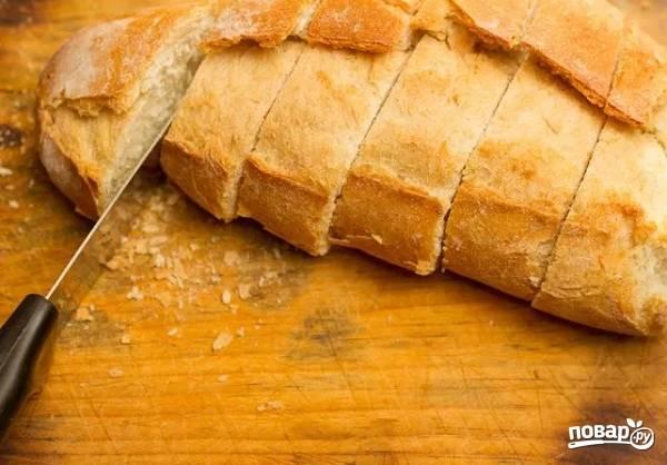 6. Хлеб нарежьте средними по толщине ломтиками.