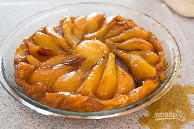 10.Готовый пирог остудите до комнатной температуры и подавайте к столу.
