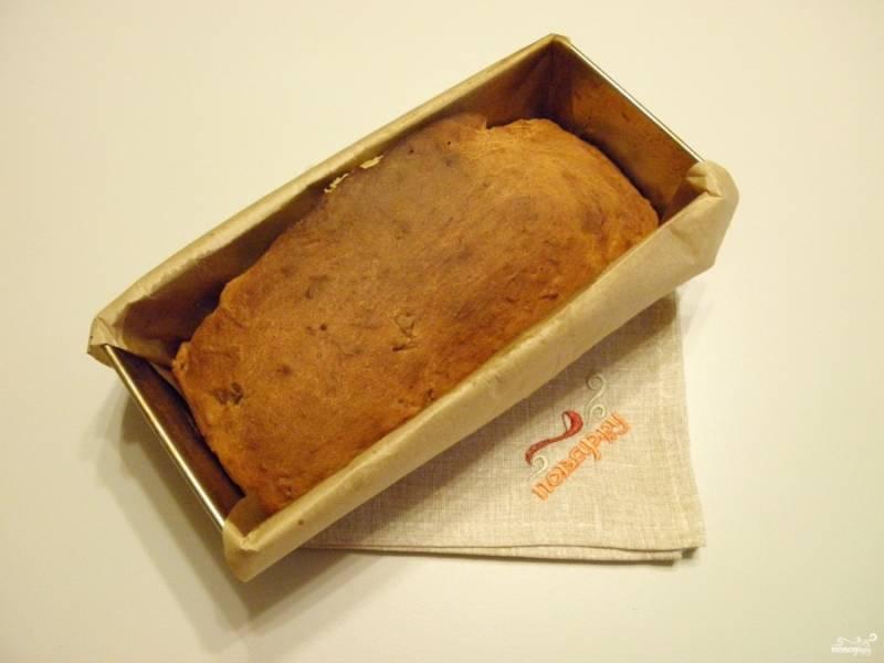 Кекс готов. Остудите его в форме, после извлеките осторожно и порежьте кусочками. Приятного аппетита!