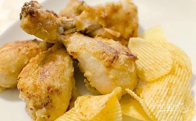4.Подайте курицу в паприке горячей с жареным картофелем или чипсами. Приятного аппетита!