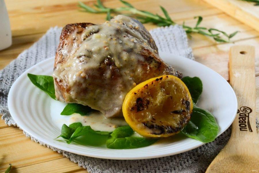 Свинина в молочном соусе с лимоном и розмарином готова. Подавайте горячей с любым гарниром и обязательно с соусом! Приятного аппетита!