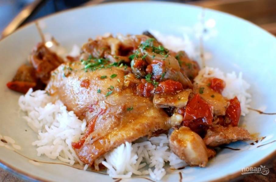 11.Подавайте блюдо горячим, можно с отварным рисом.