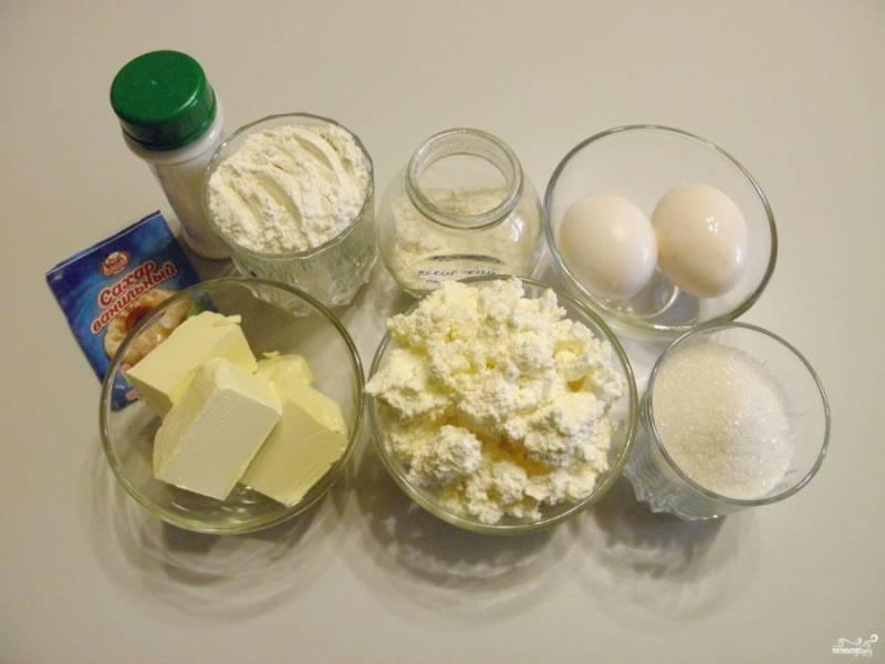 Подготовьте продукты для маффинов. Точно отмерьте количество творога, сливочного масла, сахара и муки.