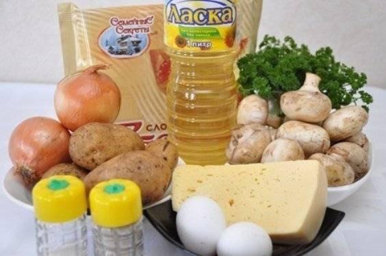 Подготовьте все необходимые ингредиенты. Картофель предварительно отварите в «мундире» и очистите.