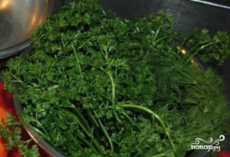 Зелень помоем и мелко нарежем. Я очень люблю петрушку, а вы можете добавить и укропчик, и кинзу. В общем, любую зелень, которая вам нравится!