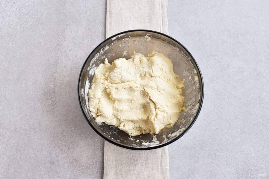 Получается вот такое тесто, охлаждать его не нужно.