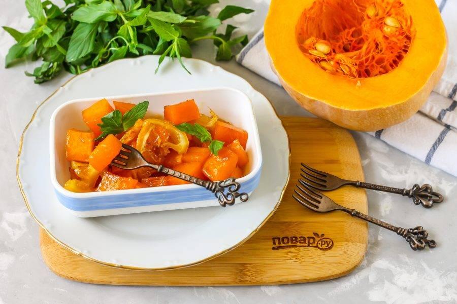 Выложите приготовленный десерт в пиалы или блюдца, подайте к столу теплым или охлажденным - он вкусен в любом виде.