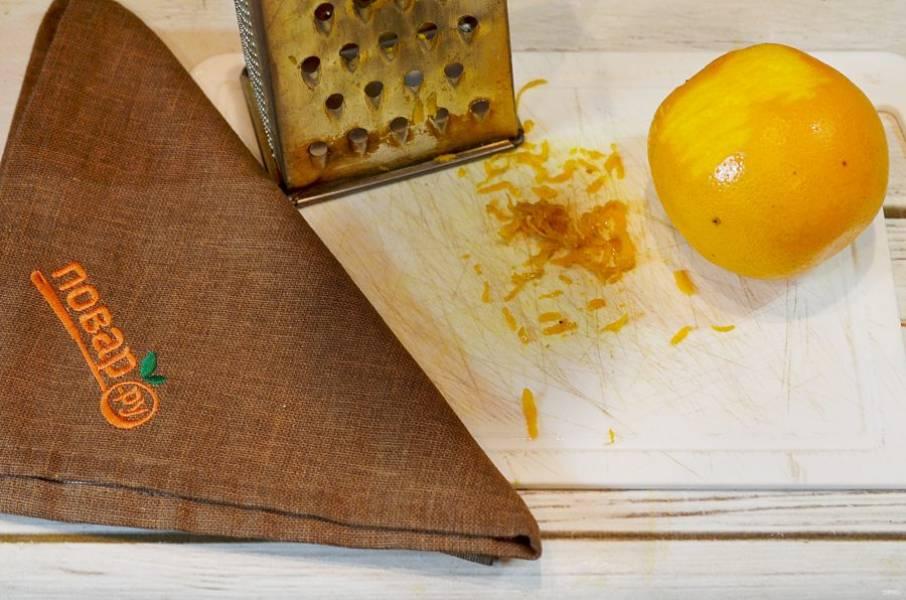3. Снимите цедру с апельсинов.