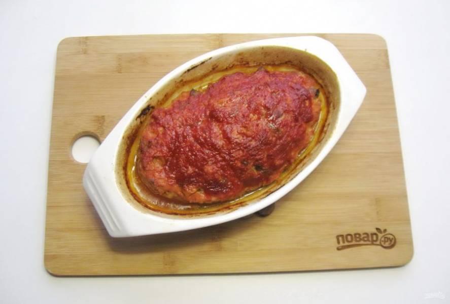 Запекайте мясной хлеб в духовке при температуре 180-185 градусов 50-55 минут.