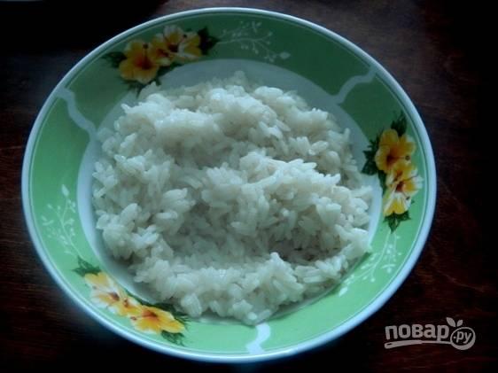 Готовый рис остужаем.