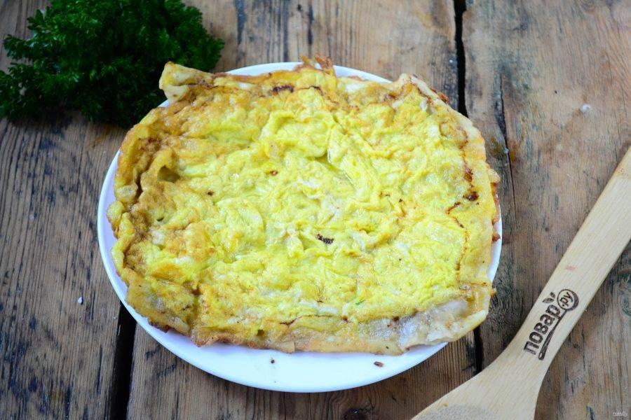 Готовый бризоль выложите на тарелку, аналогично приготовьте второй бризоль.