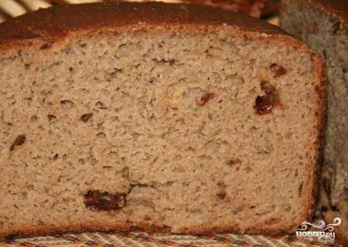 Хлеб получится очень плотный и красивого румяного цвета. Приятной дегустации!