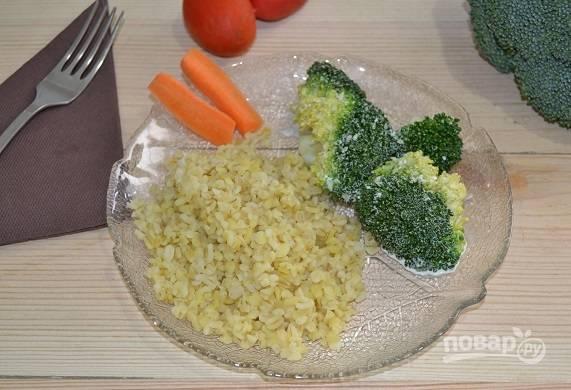 11. Выкладываем на сковороду булгур, дополняем капустой брокколи и подаем к столу.