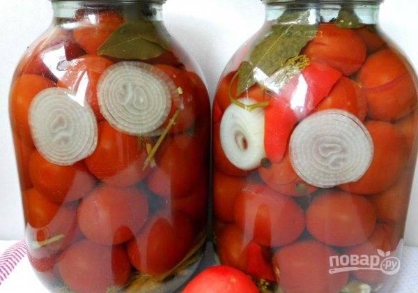 Закатайте помидоры крышками. Оставьте банки вверх дном под одеялом до полного остывания. Потом пробуйте. Приятной дегустации!