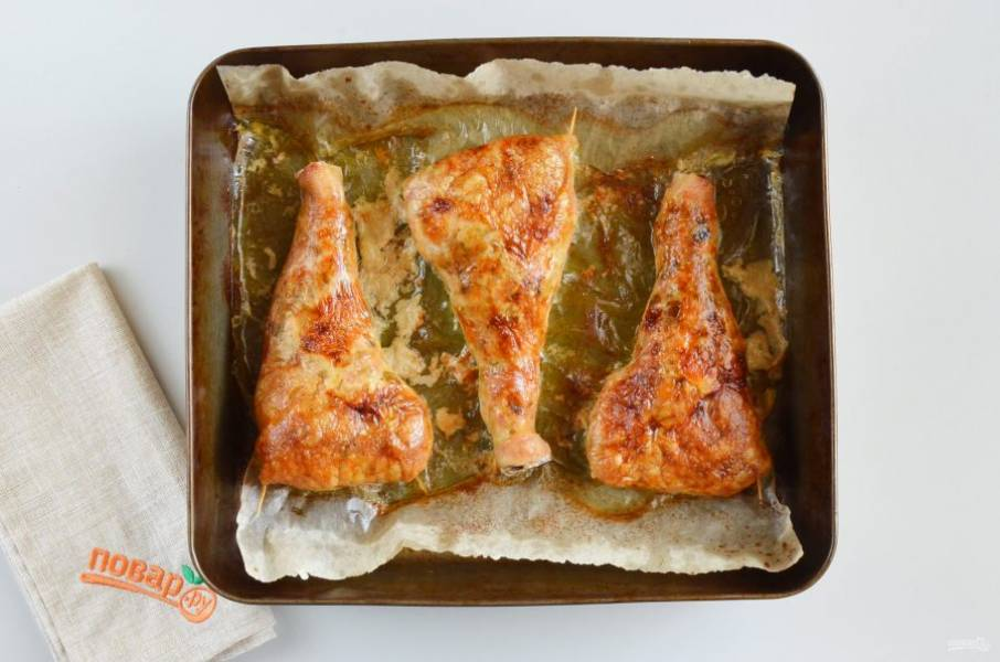 Фаршированные куриные ножки готовы! Остудите немного и подавайте к столу. Они очень вкусные как в горячем виде, так и холодном.