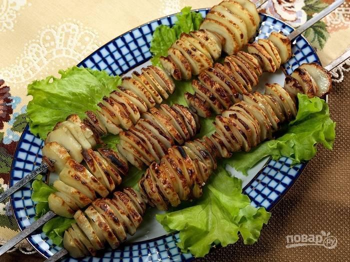 Картофель на углях в фольге готов, приятного аппетита!