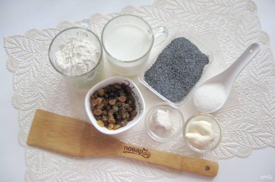 Подготовьте все ингредиенты для приготовления рулета с маком и изюмом.