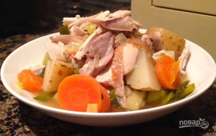 6.Подавайте овощи с кусочками мяса, полив их приготовленным концентрированным бульоном.