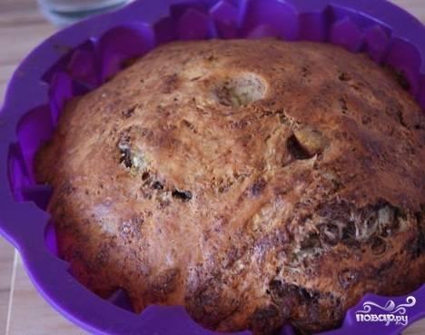 7.Разогрейте духовой шкаф. Готовится пирог 40-50 минут  в духовке. Температура приготовления — 180 градусов.