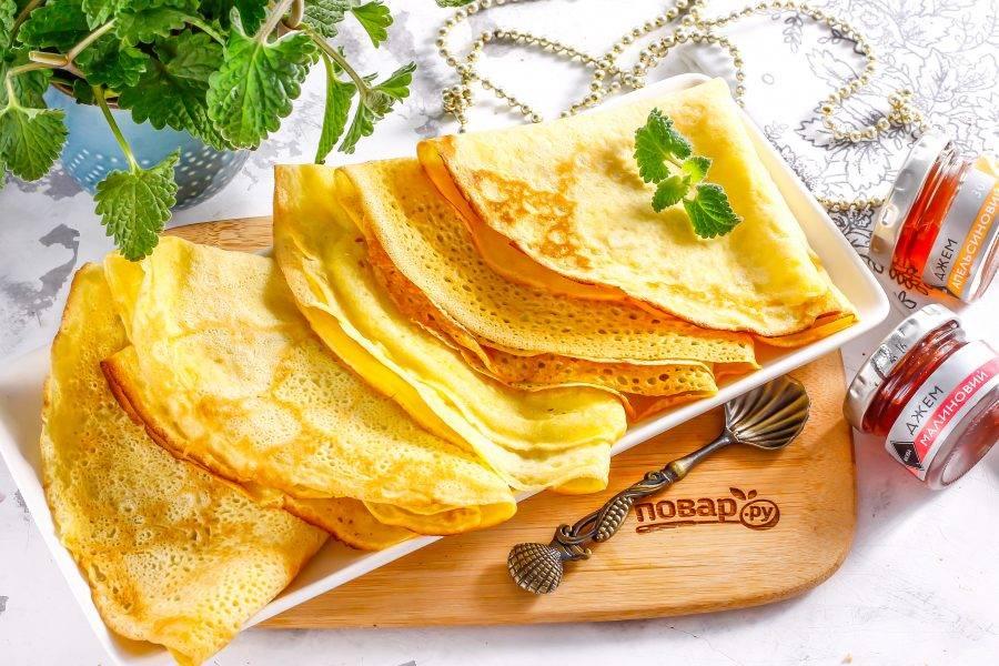 Выложите их на тарелку и подайте к столу теплыми с различными сладкими соусами.