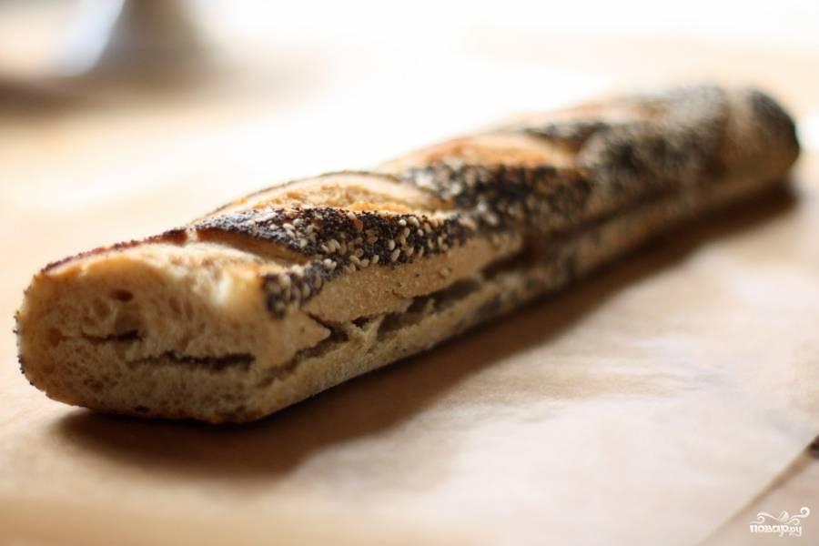 Приготовьте булочку для сэндвичей.