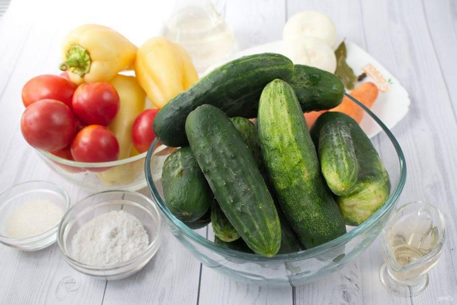 Подготовьте необходимые продукты. Овощи вымойте, лук, морковь очистите.