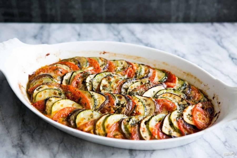 Вот кабачки и баклажаны готовы. Такая овощная запеканка хороша не только с пылу, с жару, но и в остывшем виде. Приятного аппетита!