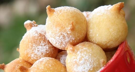 4. Из него можно приготовить пироги, запеканки, блины, маффины или вот такие сладкие пончики!