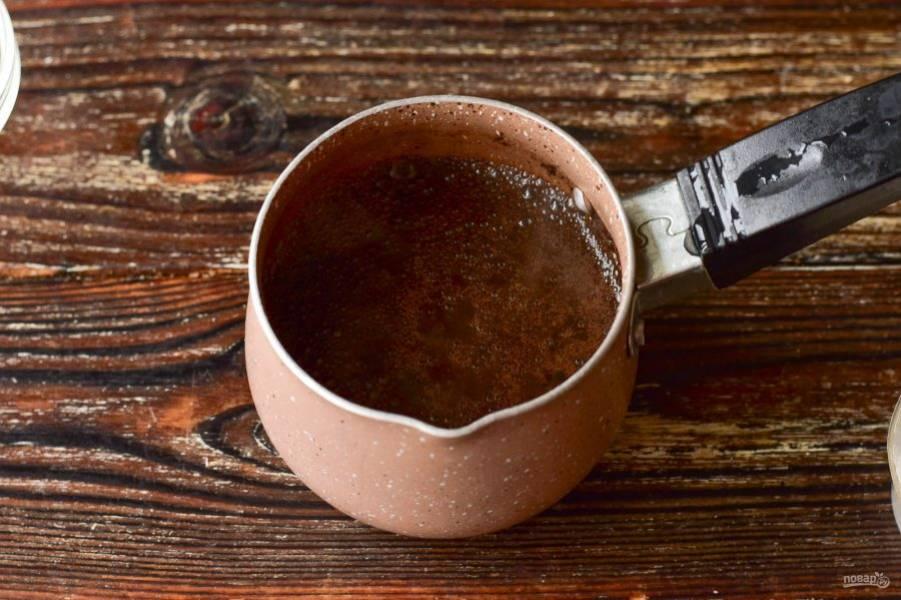 Доведите кофе до кипения. Отключите сразу же огонь.