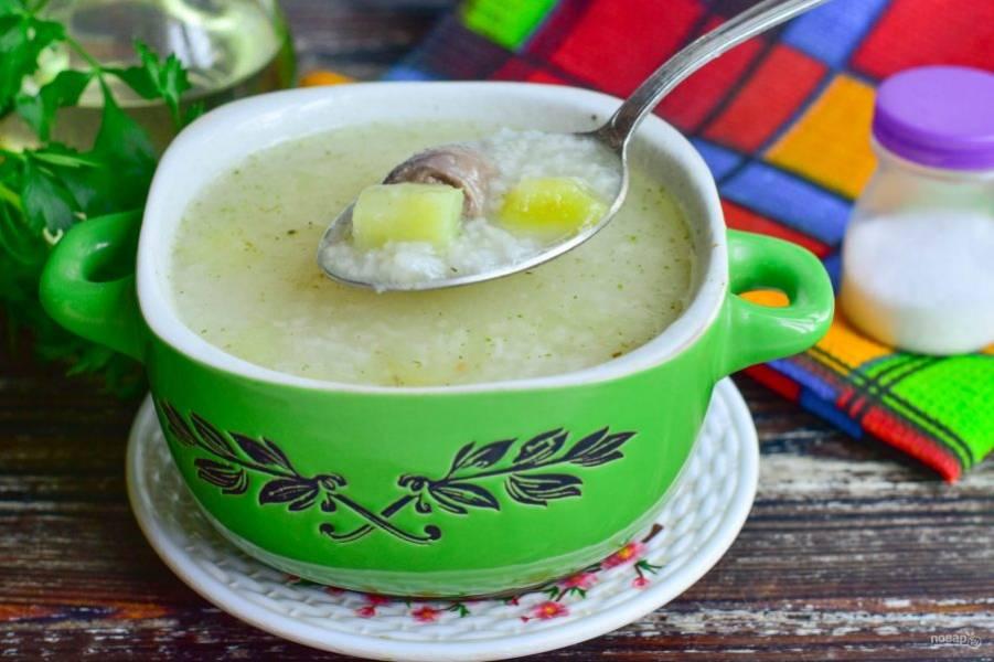 Суп с куриными сердечками и рисом готов! Приятного аппетита!