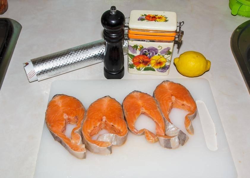 1. Вот такой весьма простой набор ингредиентов необходим, чтобы повторить на своей кухне рецепт приготовления лосося в мультиварке.