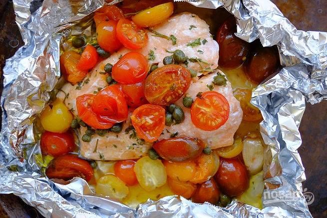 5. Запекайте минут 20-25 (в зависимости от размера стейков и помидоров) до готовности. Вот и все, невероятно быстро и просто.  Приятного аппетита!