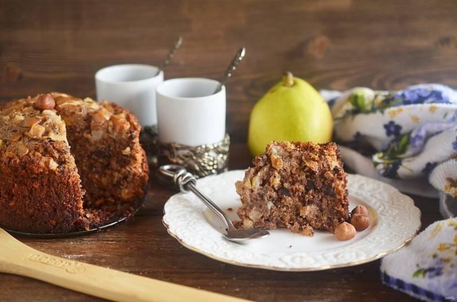 Выпекайте в духовке при 160 градусах около часа. Смажьте торт подогретым джемом.