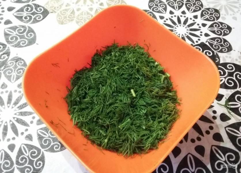 4.Укроп (можно брать и любую другую зелень) мою и нарезаю мелко.