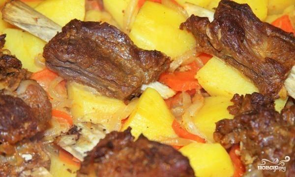 Запекайте блюдо в течение часа в разогретой духовке до 200 градусов.