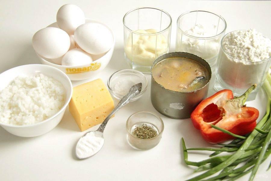Подготовьте все ингредиенты. Яйца и рис для начинки заранее сварите до готовности и дайте немного остыть.
