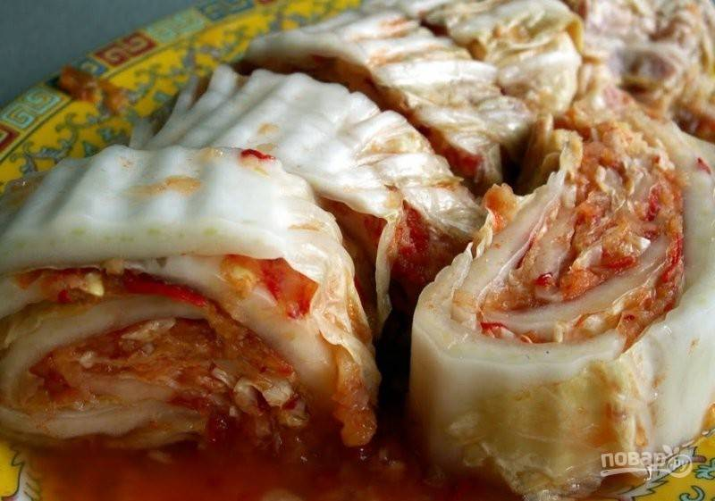 Острая пекинская капуста готова! Нарежьте её и подавайте к столу. Приятного аппетита!
