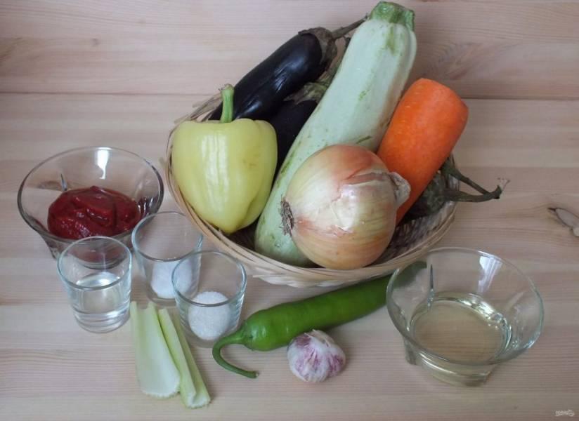 Подготовьте необходимые ингредиенты. Овощи помойте, почистите.