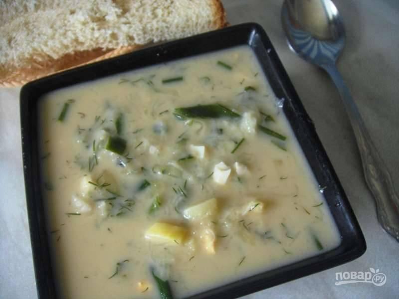 В конце в суп добавьте майонез, соль и квас. Приятного аппетита!