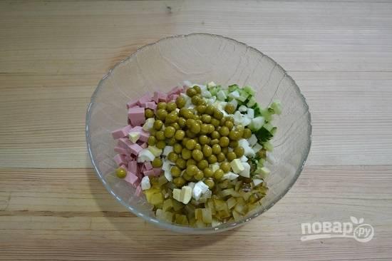 13. В конце добавьте горошек, предварительно слив жидкость.