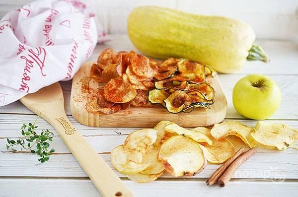 Запекайте все чипсы по отдельности в разогретой до 200 градусов духовке около 40 минут. Приятного аппетита!