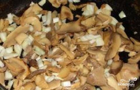 3.Отдельно пожарить  грибы минут 7-8.