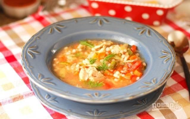 10.Разлейте суп по тарелкам и подавайте его сразу к столу.