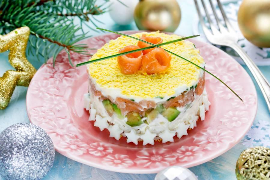 Салаты с рыбой на любой вкус: праздничный топ-8