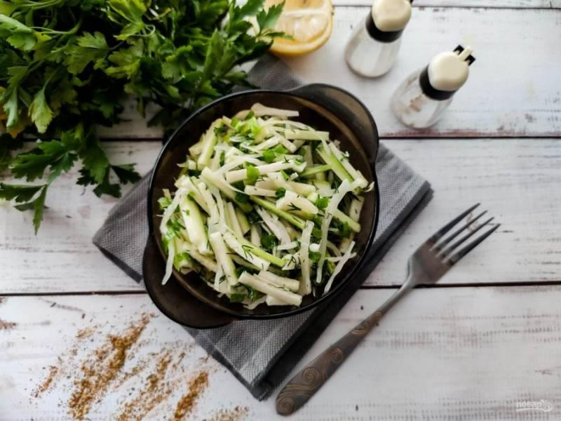 Салат из капусты и кабачков готов. Приятного аппетита!