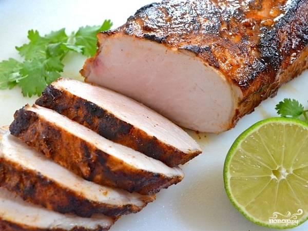8. Вот и весь секрет, как приготовить карбонат из свинины в духовке. Красиво и очень вкусно!