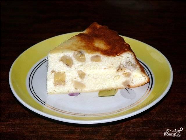 Форму для выпечки смажьте маслом. Влейте в неё тесто и запекайте 40 минут. Приятного аппетита!