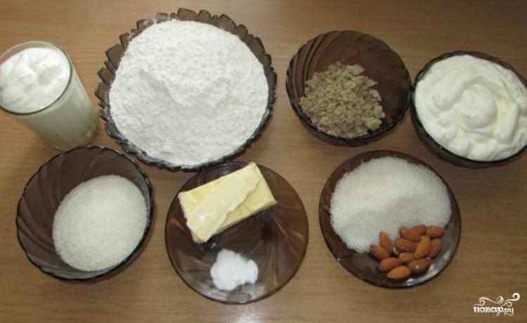 Сначала выкладываем все необходимые для приготовления сметанника ингредиенты.