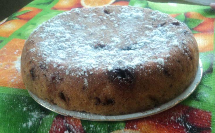 Когда пирог будет готов, вынимаем его и посыпаем сахарной пудрой. Вот теперь и чай можно попить. Приятного всем аппетита!