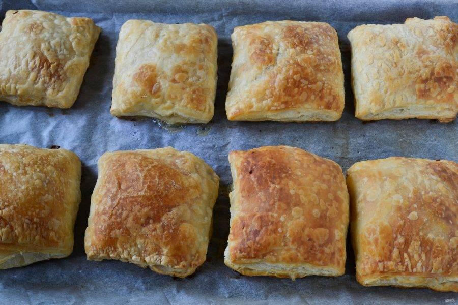 Пирожки готовы. Дайте им слегка остыть — и можно кушать! Приятного!